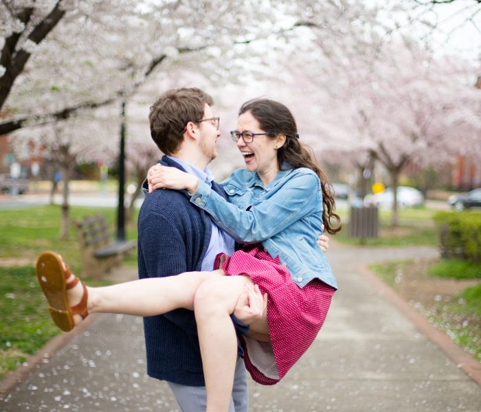 Verschil tussen dating en een geëngageerde relatie